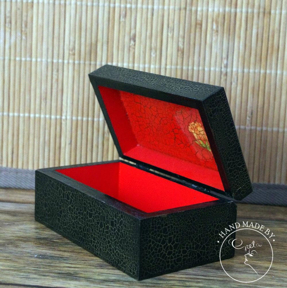 Czarno-czerwone róże1_www_NeedWant_Perfumeria Greta_Żywiec
